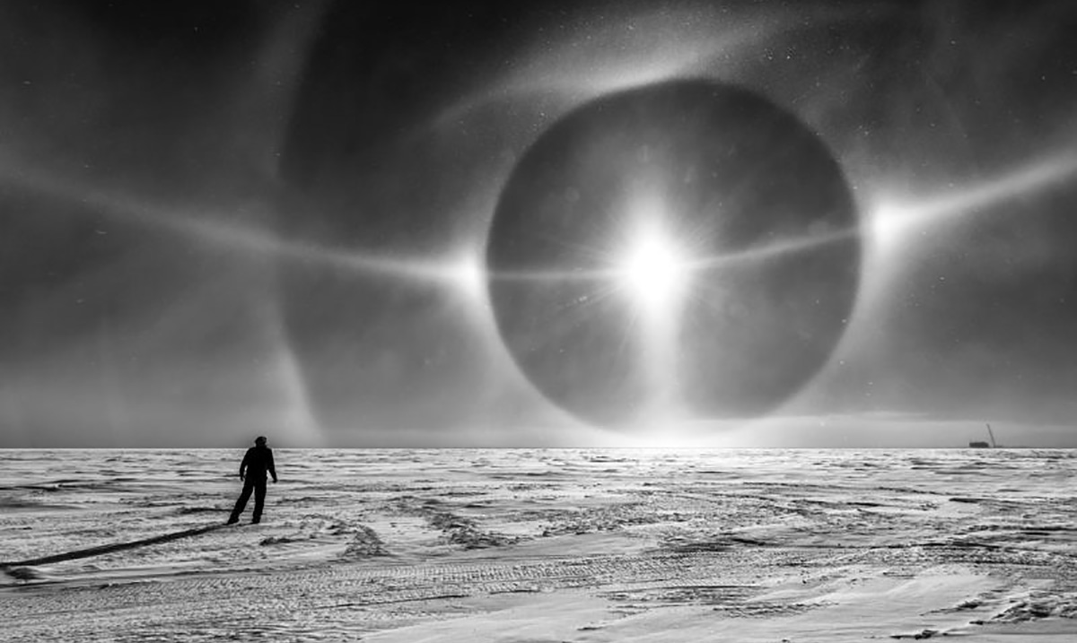 The Sky in Antarctica Looks Like Something From Another Dimension