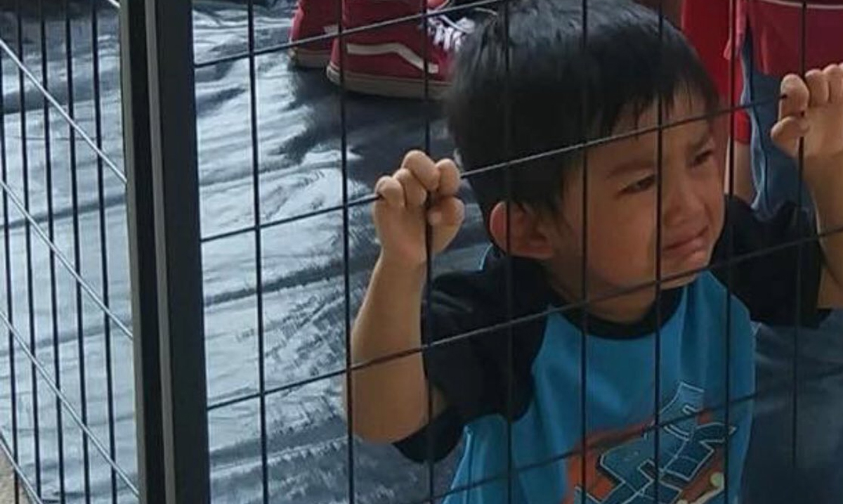 The Truth Behind the Viral Photo of the 'Immigrant Child' Crying Behind Caged Walls
