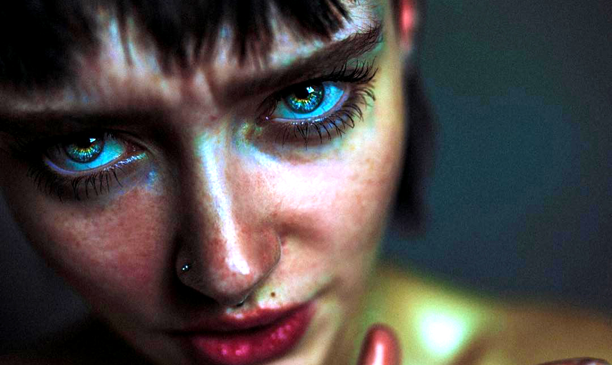 8 Reasons Why Empaths Freeze Around 'Inauthentic People'