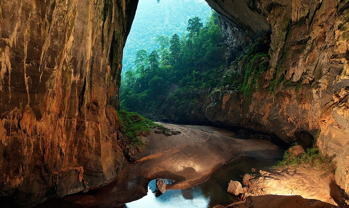 This Cave Is The Largest In The World, With Its Own River, Jungle and Climate