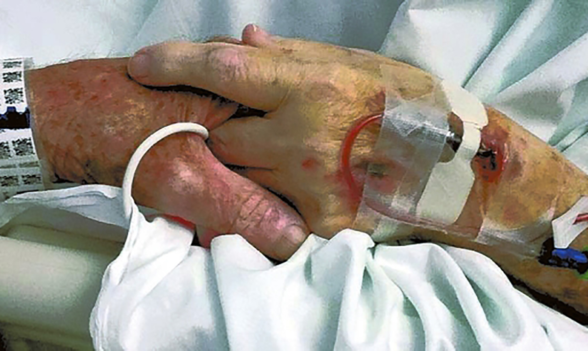 After 77 Years of Marriage, Sweet Elderly Couple Hold Hands As They Enter Heaven Together