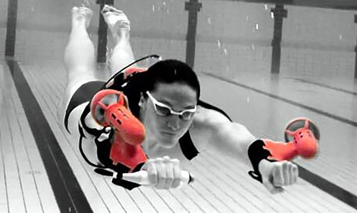 This Amazing Underwater Jet Pack Will Allow You to Swim Like James Bond