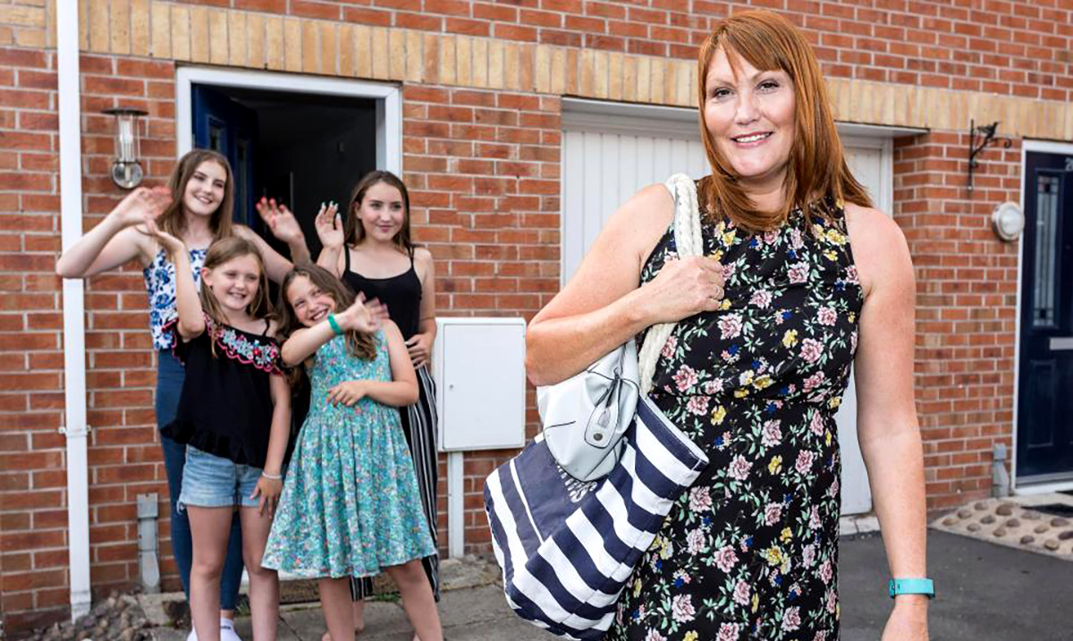 UK Families Take Part in Television Experiment Leaving Their Children Home Alone for 4 Days