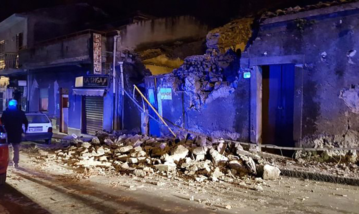 At Least 10 Injured Due To Earthquake Triggered By Volcanic Eruptions in Italy