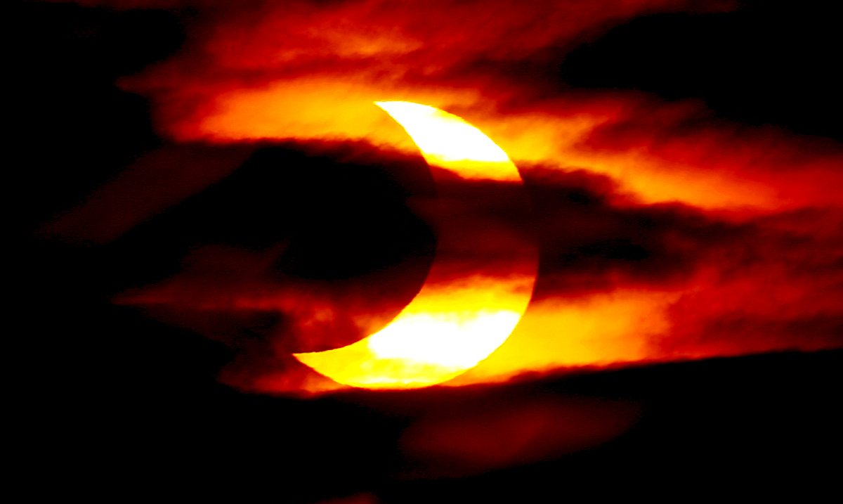 8 Ways to Navigate Through the Capricorn New Moon, And Partial Solar Eclipse