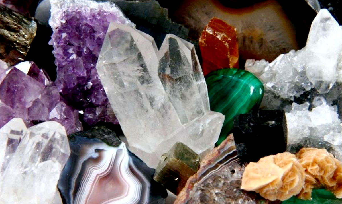 7 Crystals That Can Manifest Renewal In Your Life During the Cycle of the New Moon