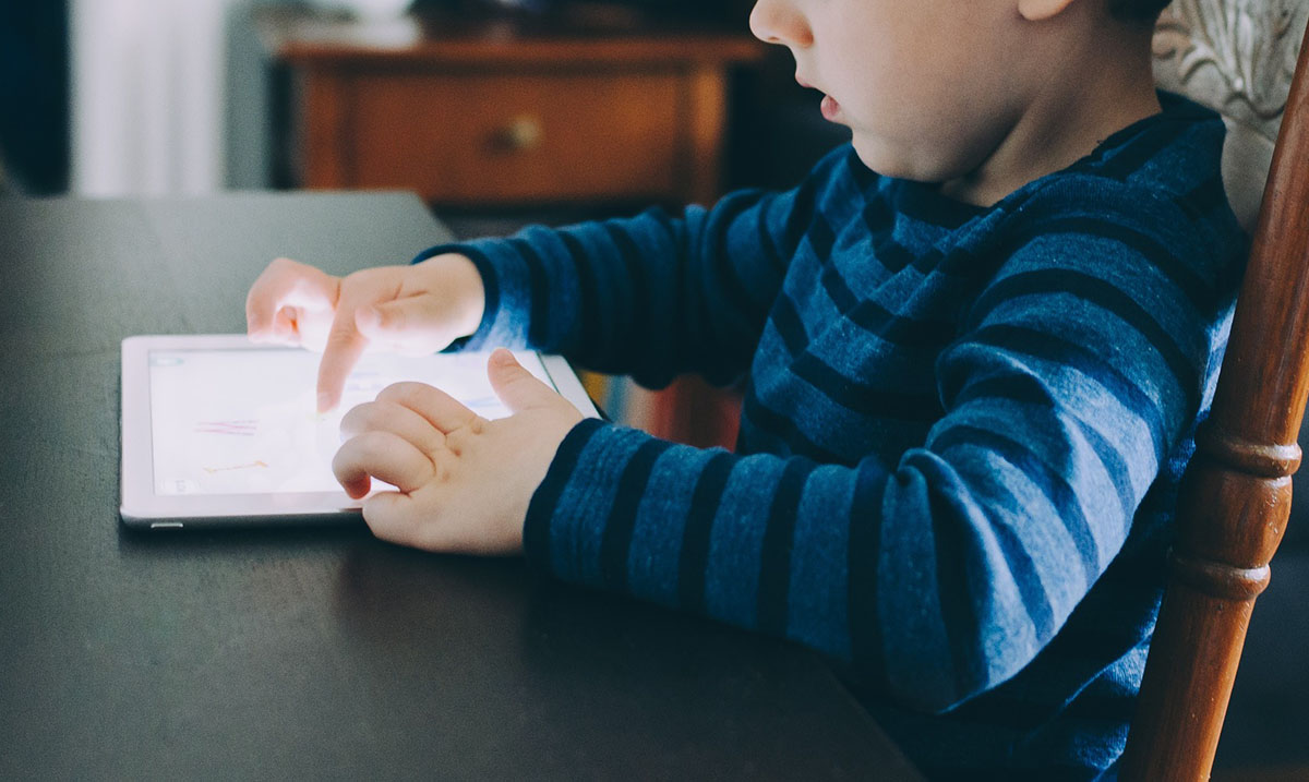 Even Educational Apps On Your Child's Tablet May Negatively Impact Their Cognitive Development