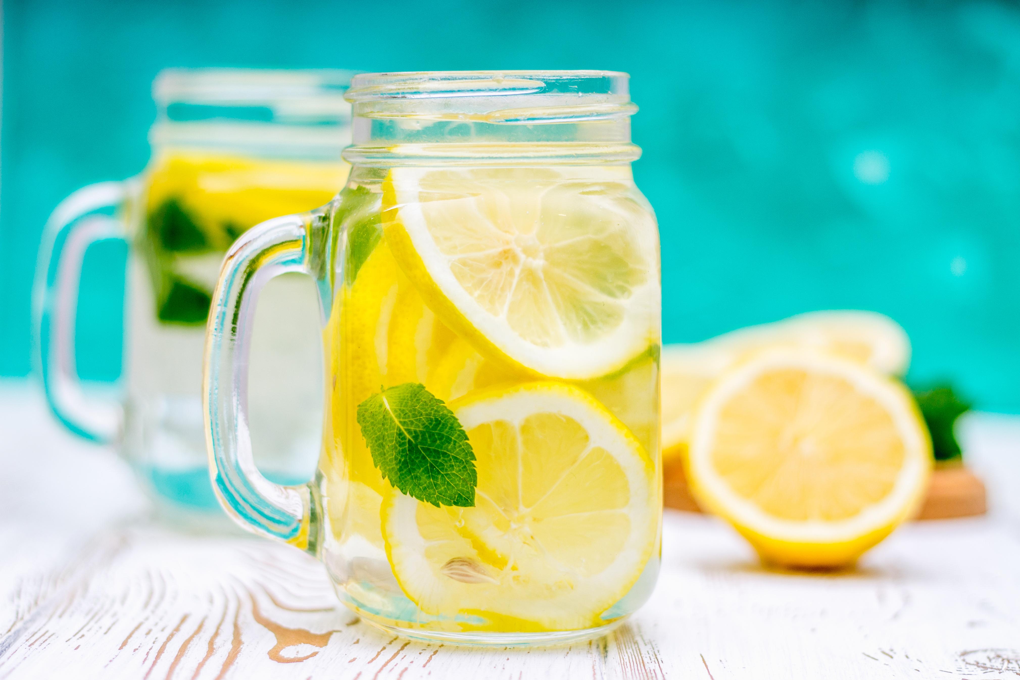 How Lemon Juice & Himalayan Salt Can Stop Migraines In Their Tracks