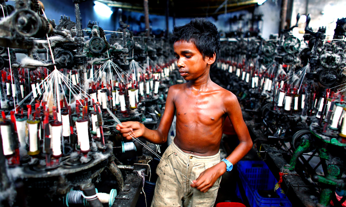 15+ Haunting Photos Of Children Working In Factories