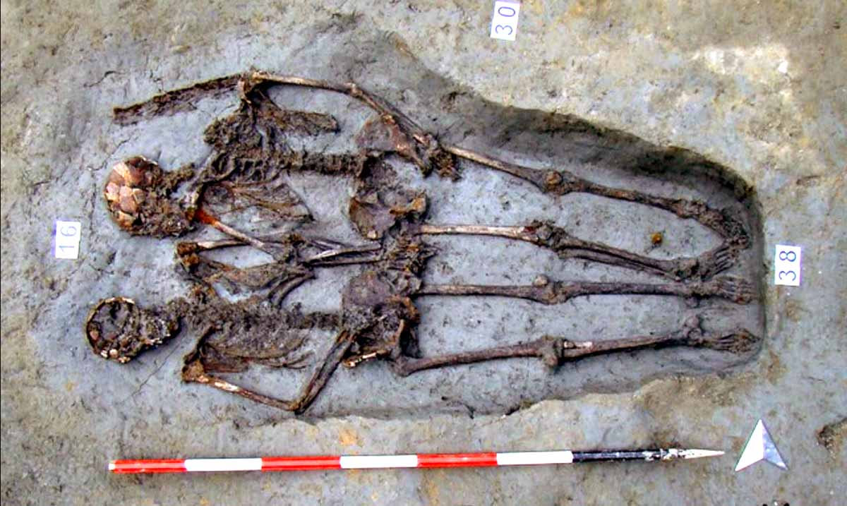 Famous Skeletons Dubbed 'Lover of Modena' Buried Holding Hands Were Both Male