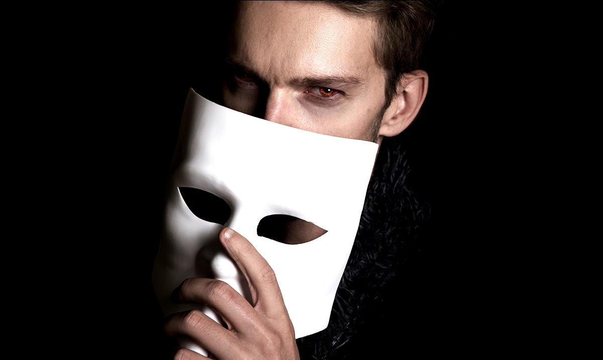 5 Behaviors That Reveal An Online Narcissist